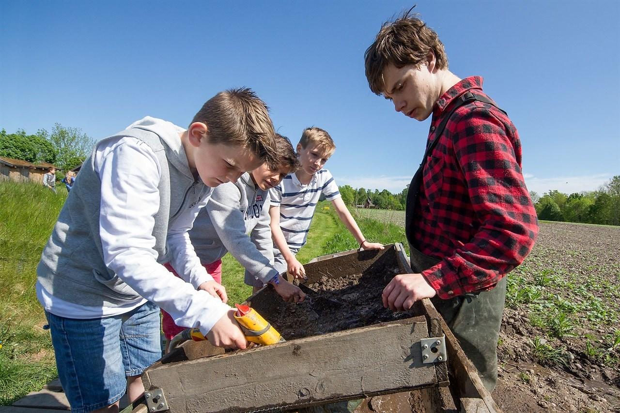 Midgard sommerskole 8-12 år, arkeologi-camp 2018