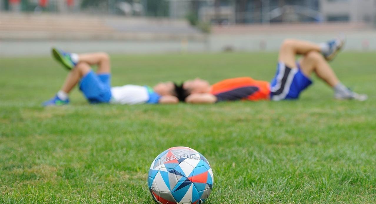Blessures liggen op de loer wanneer spelers na een luie zomer weer fanatiek aan het nieuwe seizoen beginnen