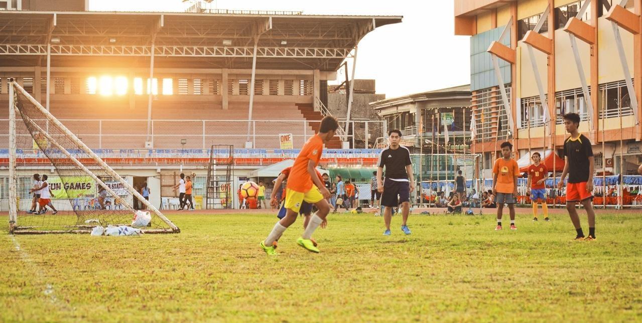 Temperatur og underlag er viktige faktorer for hvordan fotball spilles