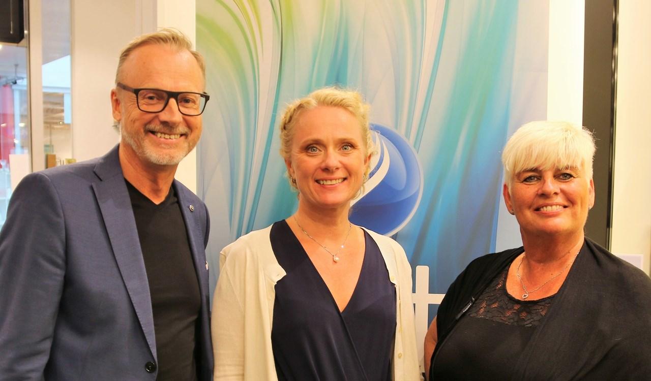 Styremedlem Lars Terje Skjæveland, arbeids- og sosialminister Anniken Hauglie og NFVB-president Edel Teige møttes under Arendalsuka.