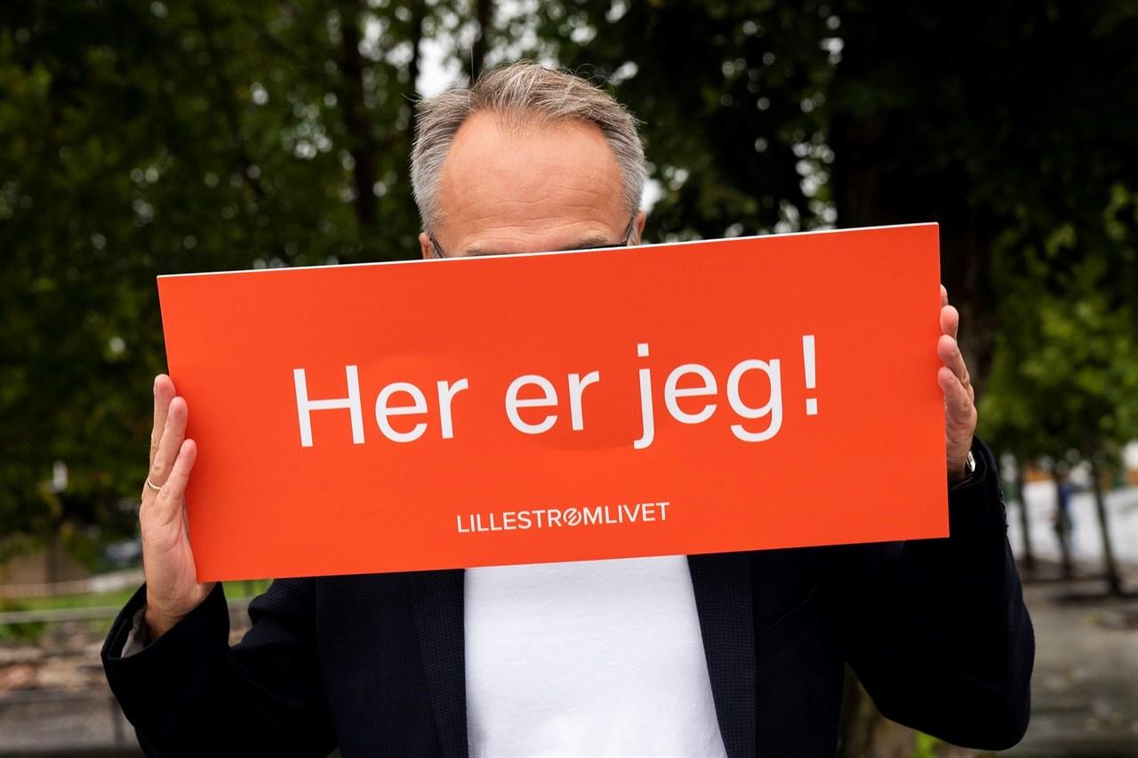 HVEM DER? Mellom valgkamp-slagene hører Jørgen Vik fra Arbeiderpartiet på Håkan Hellstrøm, leser om Bill Clinton og ser på fotball.