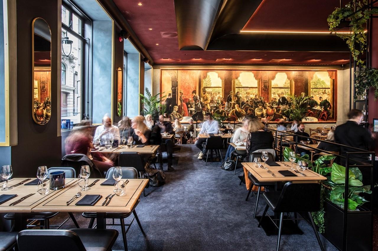 Mennesker som spiser i Grand Café