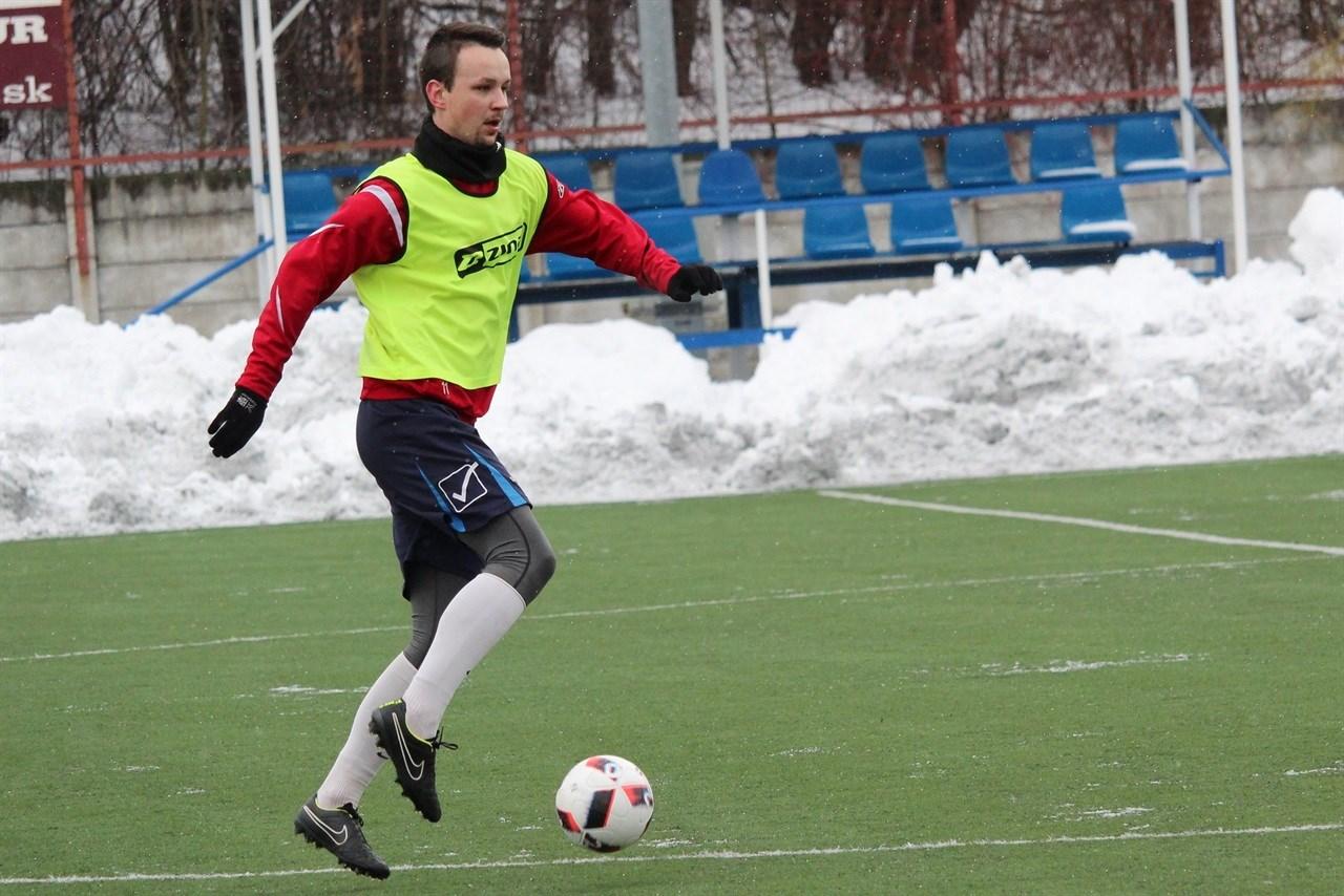 Sommige spelers krijgen het voor elkaar om ook 's winters met blote benen op de training te verschijnen