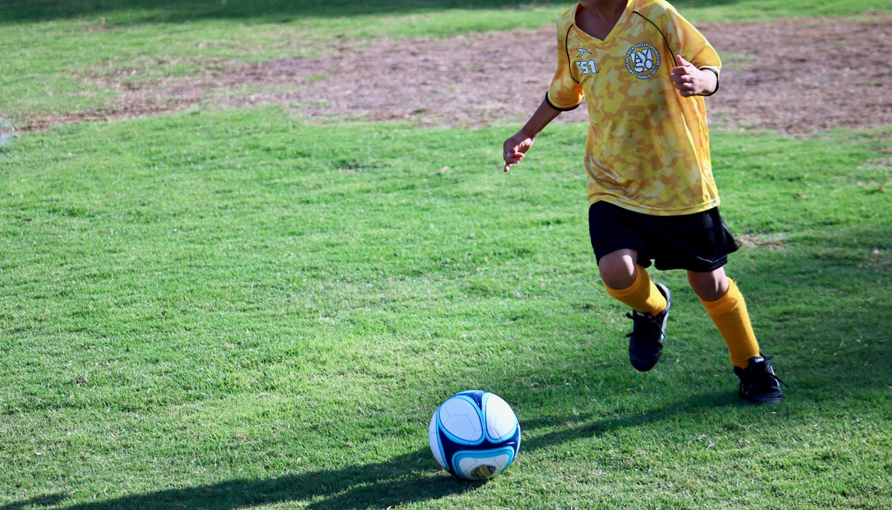 Een speler die goed kan dribbelen vindt oplossingen in krappe ruimtes en zorgt voor verassingen op het veld.