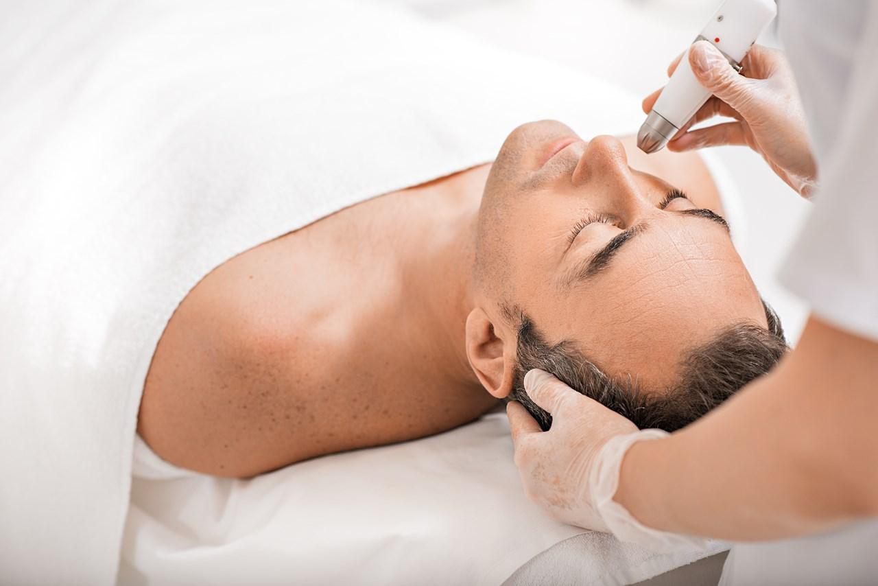Stadig flere menn ønsker å ta vare på huden sin.