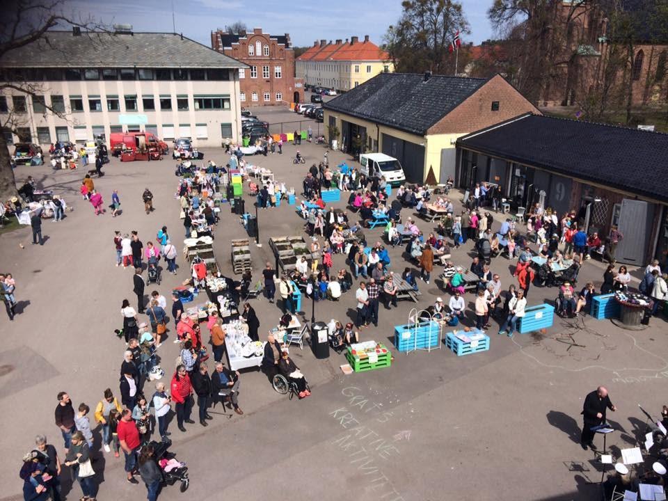 Årets første søndagsmarked på Garasjetorget, Karljohansvern