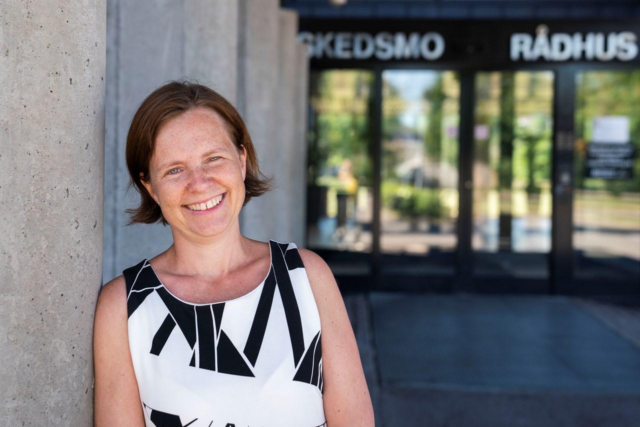 Næringssjefen i Skedsmo kommune, Maria Hoff Aanes, ønsker Fantorangen og resten av NRK hjertelig velkommen til Lillestrøm. Foto: Anne Merete Rodem