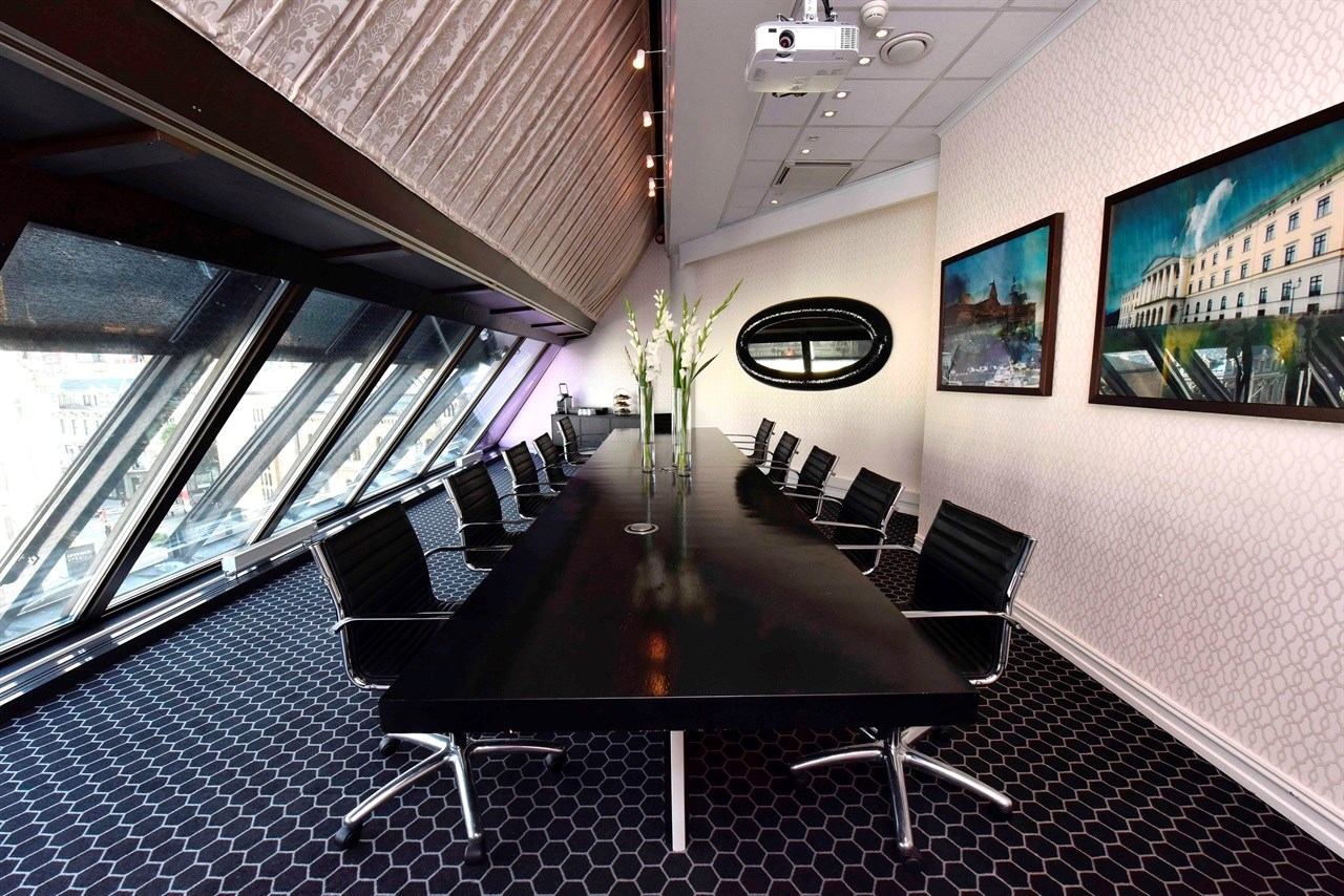 Michelsen is an elegant and airy meeting room with seating for 15 people