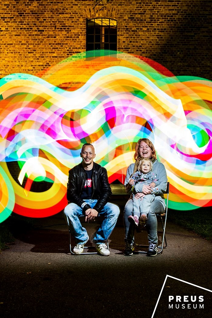 Lys i mørket utenfor Preus museum
