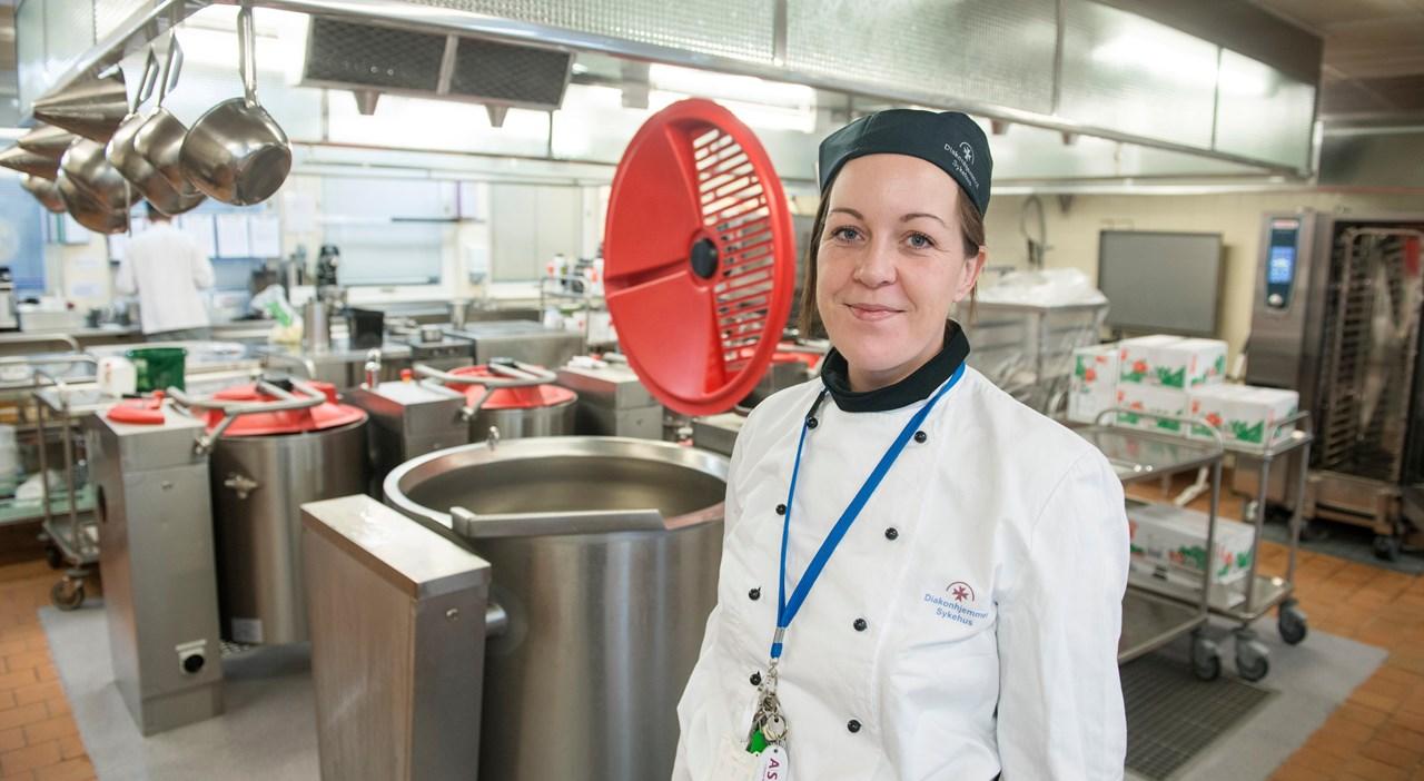 Diakonhjemmet lager mat til nær 500 personer hver dag! Da er det viktig å ha utstyret i orden, sier Vera Trovik Fløgstad.