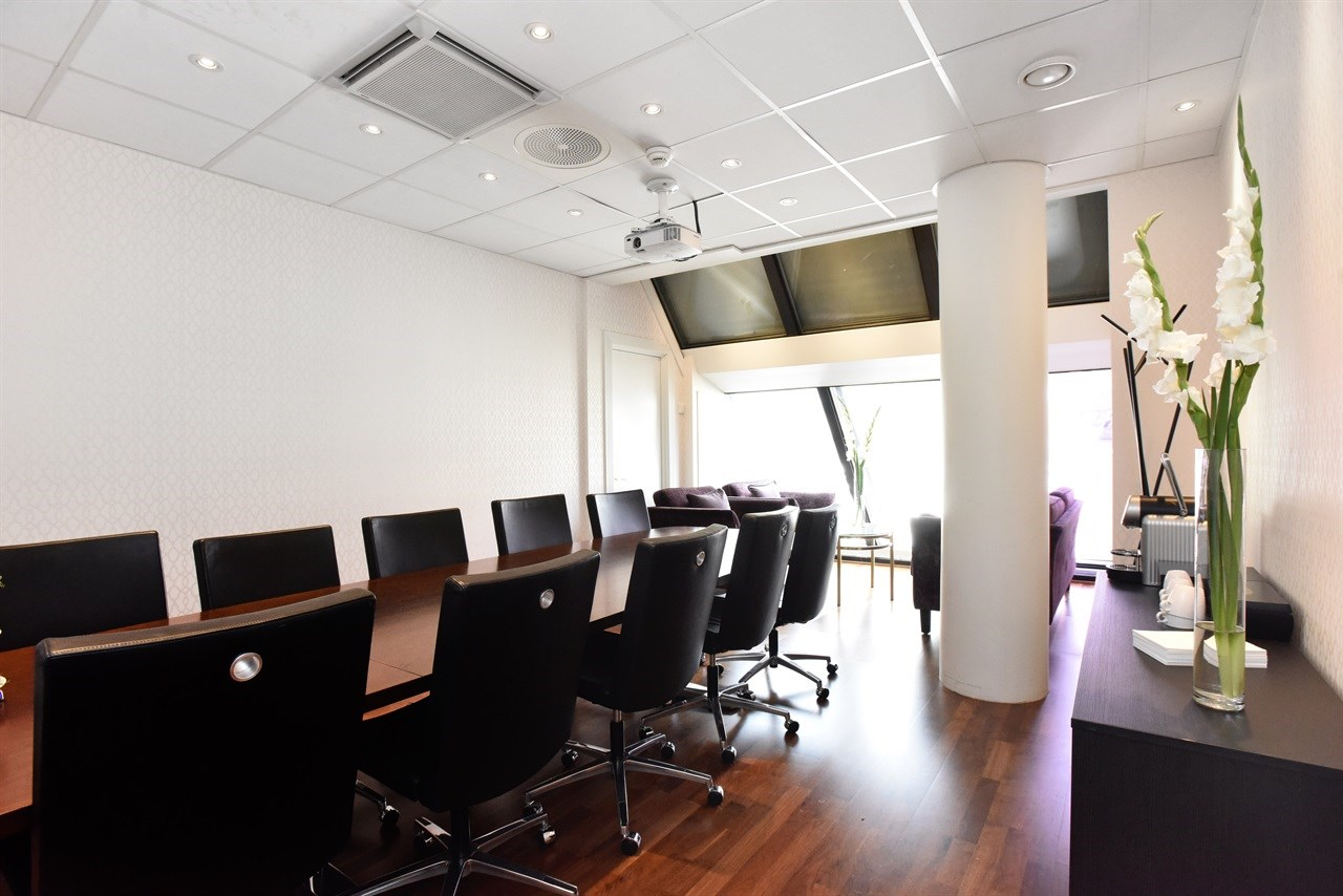 Konow is a bright and spacious meeting room