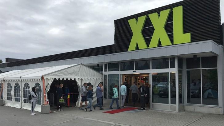 35. VAREHUS: XXL åpnet sitt 35. varehus i Norge på Gjøvik i dag tidlig, og som vanlig var det mange som ville inn. FOTO: XXL