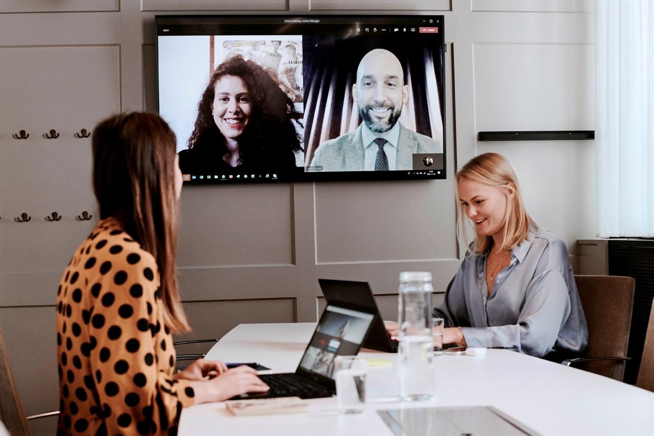 Møtedeltakere i hybridmøte