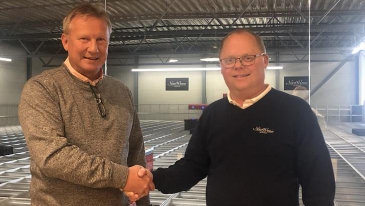 Morten Halvorsen (t.v.) overtar ansvaret for den globale tradingvirksomheten i konsernet. Tom Henriksen er hans etterfølger i stillingen som CEO i New Wave Norway AS.