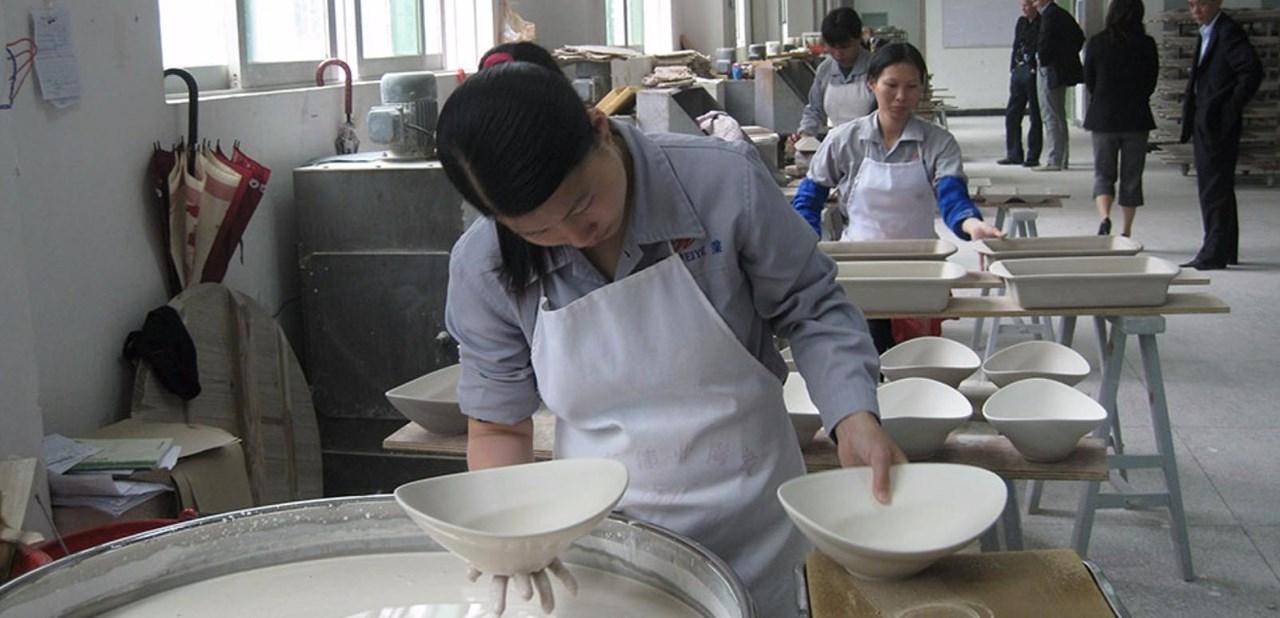 Vårt eget porselen, ConGusto, produseres i Kina. Vi utfører jevnlige revisjoner og har tett kontakt med fabrikkene og stort fokus på arbeidsforholdene der.