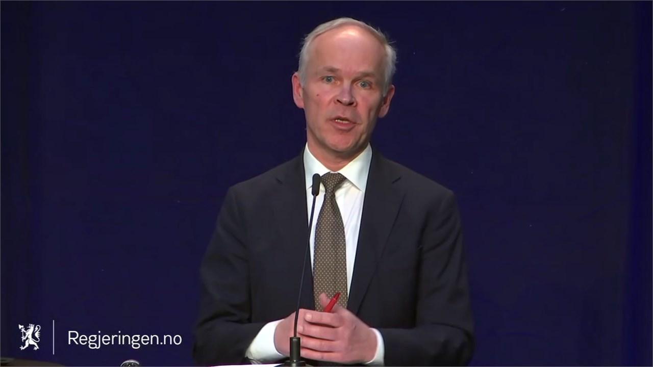 Finansminister Jan Tore Sanner la frem en tiltakspakke der bedrifter som fikk yrkesforbud får mer enn andre bedrifter.
