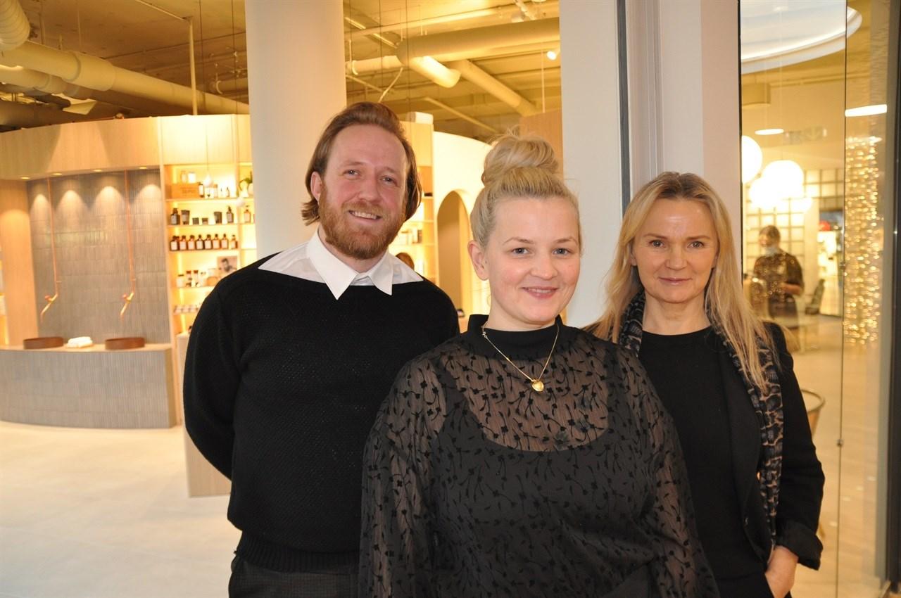 Markedsansvarlig Oddmund Olsen i Adam og Eva Gruppen, daglig leder Nina Wølner i Adam og Eva Fornebu og prosjektansvarlig Kirstin Arnesen gleder seg over å kunne presentere en premiumsalong av ypperste klasse på Fornebu i Bærum.