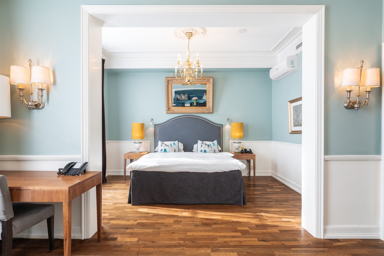 Spacious and elegant sleeping area in Junior Suite