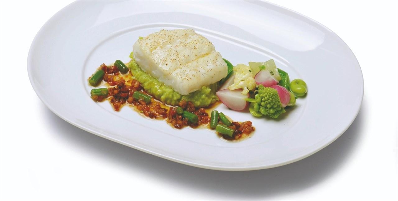 Hvit fisk, enten det er kveite, vanlig torsk eller lutefisk, er en viktig del av både førjulstid og julefering for mange. Her vises kveite på ConGusto Duo fat.