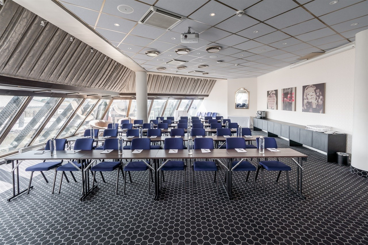 Hambro is an airy meeting room with lots of daylight overlooking Karl Johans street