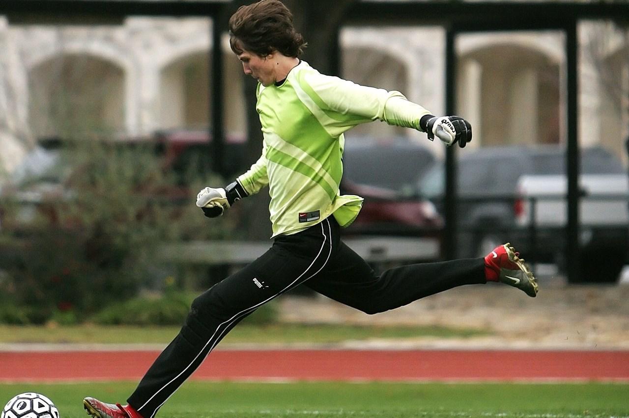 De junior Onder 15 gaat de sport herwaarderen: wordt voetbal een leuke vrijetijdsbesteding of gaat het een grote rol in hun leven spelen?