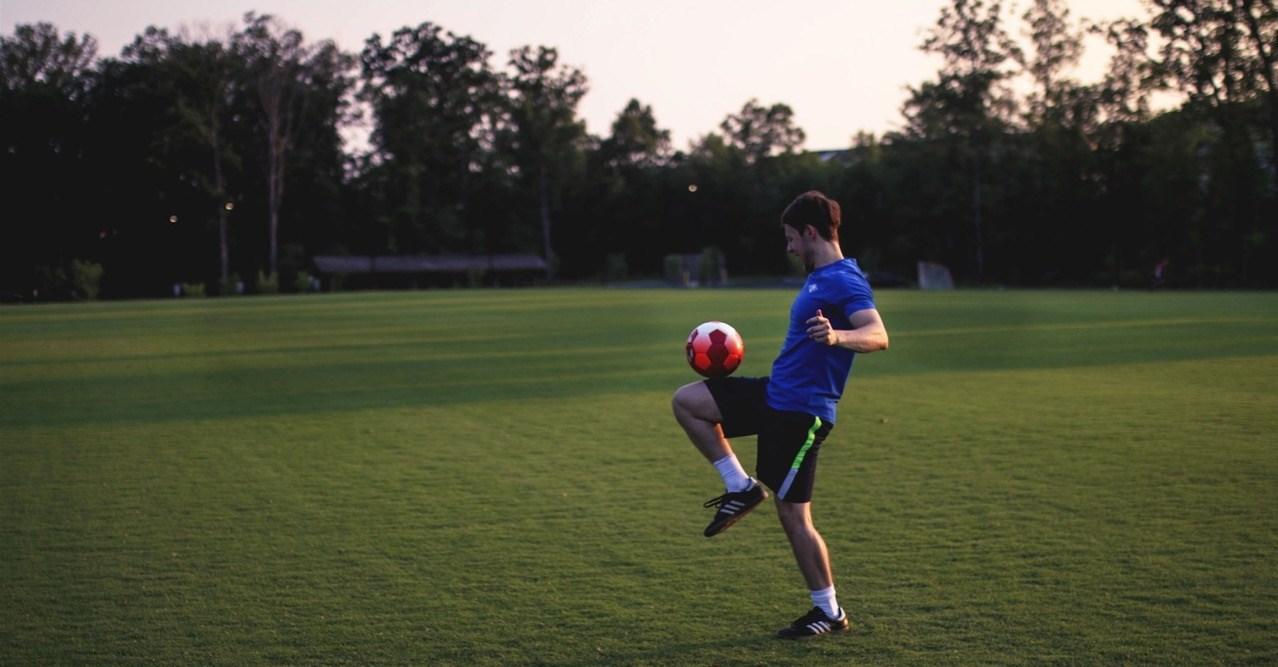 Er zijn maar weinig voetballers die uitstekend kunnen spelen met hun zwakke voet