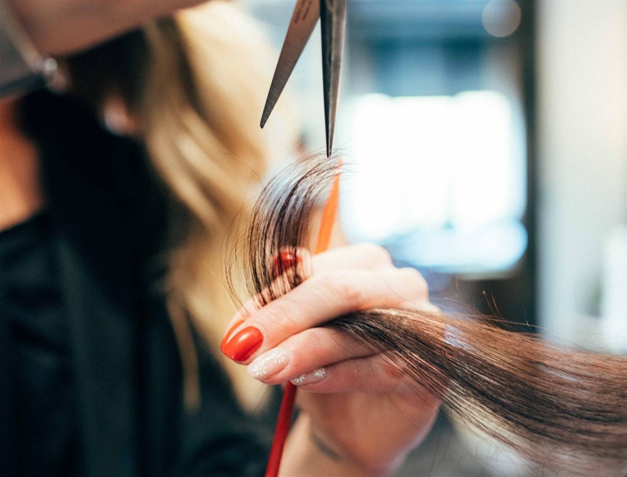 Kort fortalt innebærer Wella Fund at frisørsalonger over hele Norge, også de som ikke er Wella kunder, kan få mulighet til å vinne ett års forbruk av Wella produkter til en verdi opp til en halv million kroner, avhengig av salongens størrelse.