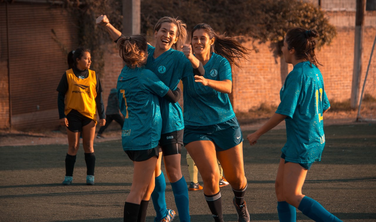 Wanneer de puberteit zijn intrede doet, schrijven jongeren zich vaak uit bij hun sportvereniging