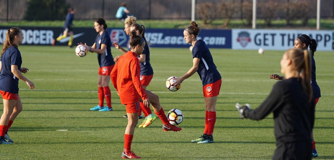 Bondscoach Sarina Wiegman maakt zich zorgen over het niveau van het Nederlandse vrouwenvoetbal