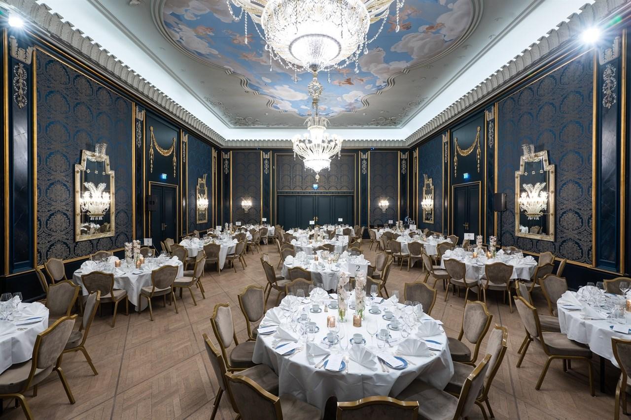 Rococo er en av de vakreste og mest unike bankettsalene i Norge. Salen har en bemerkelsesverdig historie med å skape uforglemmelige selskap og banketter.
