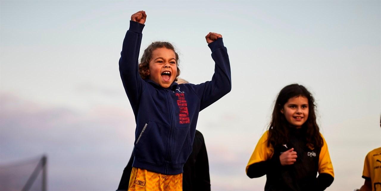 Barn i barne- og ungdomsidretten går lysere tid i møte. Foto: Eirik Førde