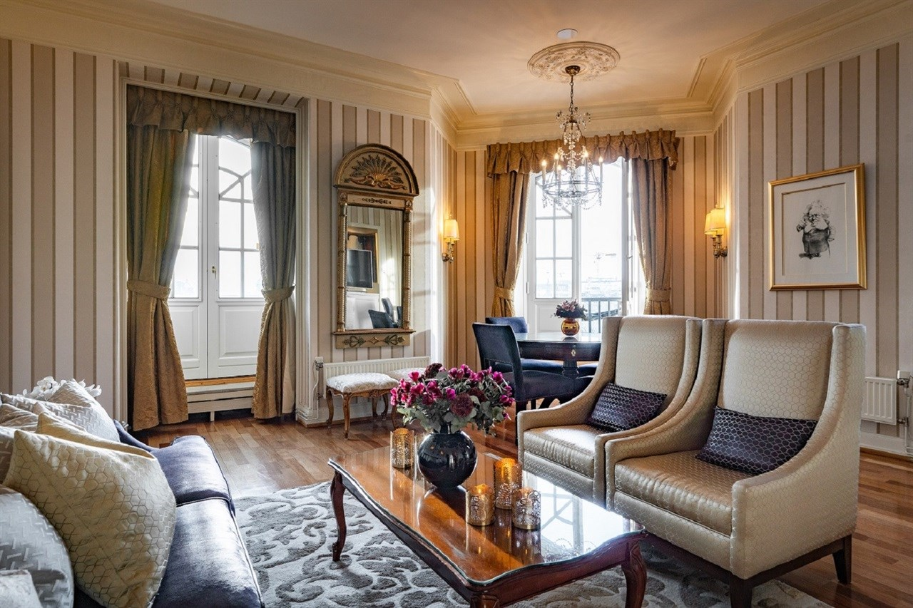 Living area with French balconies in the Ibsen Suite