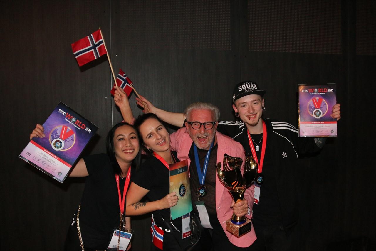 Det norske sølvlaget i Ladies Fashion: Trine Ho, Marit Blakstad, Dag Gustavsen (trener) og Leif Anders Øverland