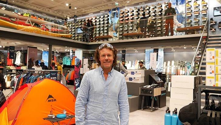 STORFORNØYD. Morten Borgersen, daglig leder i Sportsnett og Anton Sport var mer enn fornøyd med oppmøte på åpningsdagen av Sportsnett CC Vest.