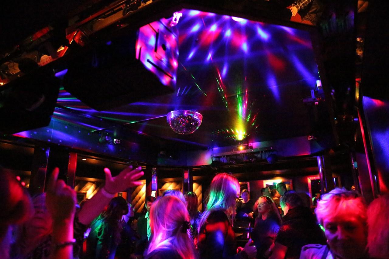 Nytt liv i retro nattklubb! Quality Olavsgaard Hotel inviterer til «Funky Friday» i oktober og desember. Foto: Charlotte Weigård