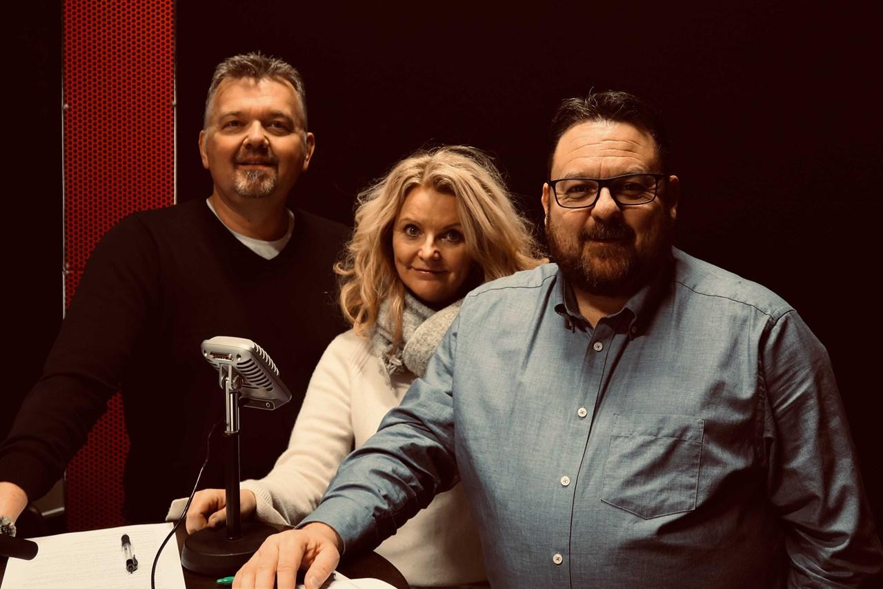Hør podcast om tyveri av julegaver! F.v. Glenn Due-Sørensen, Elisabeth Smith Tvedte og Steinar Wadla Risa.