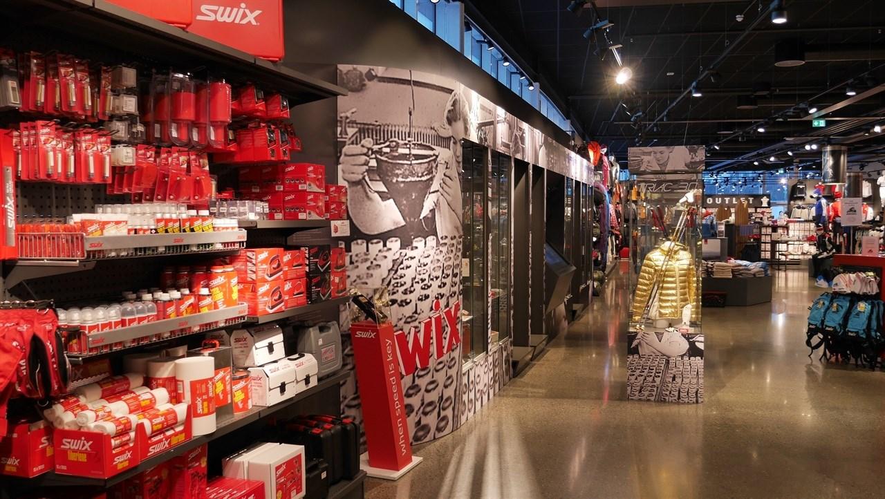 Brav beholder merkevarene. I Bravs utsalg, Blåswixbutikken i første etasje i hovedkontoret på Lillehammer, føres alle merkevarene under paraplyen.