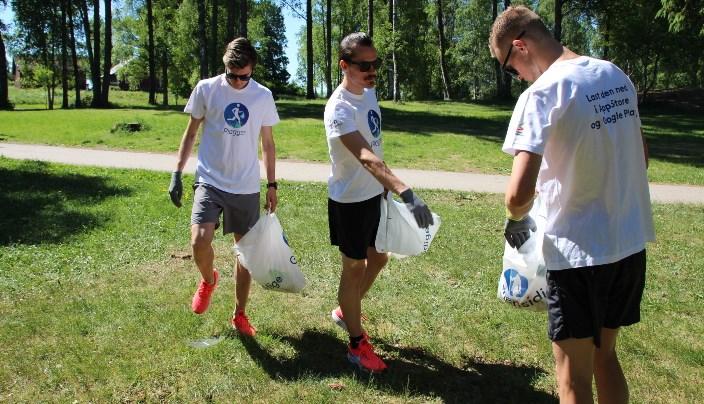 Jakob, Henrik og Filip Ingebrigtsen i forbindelse med fjorårets plogger-kampanje. Foto: NFIF.
