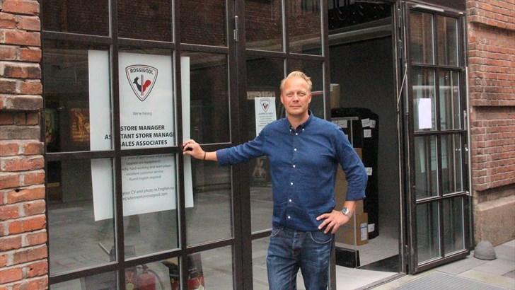 ÅPNER PÅ AKER BRYGGE: Rossignol har funnet sitt lokale for sin første brand store i Norden på Aker Brygge i Oslo. Daglig leder for Rossignol i Norge, Jerker Nyman er fornøyd med beliggenheten. FOTO: MORTEN DAHL