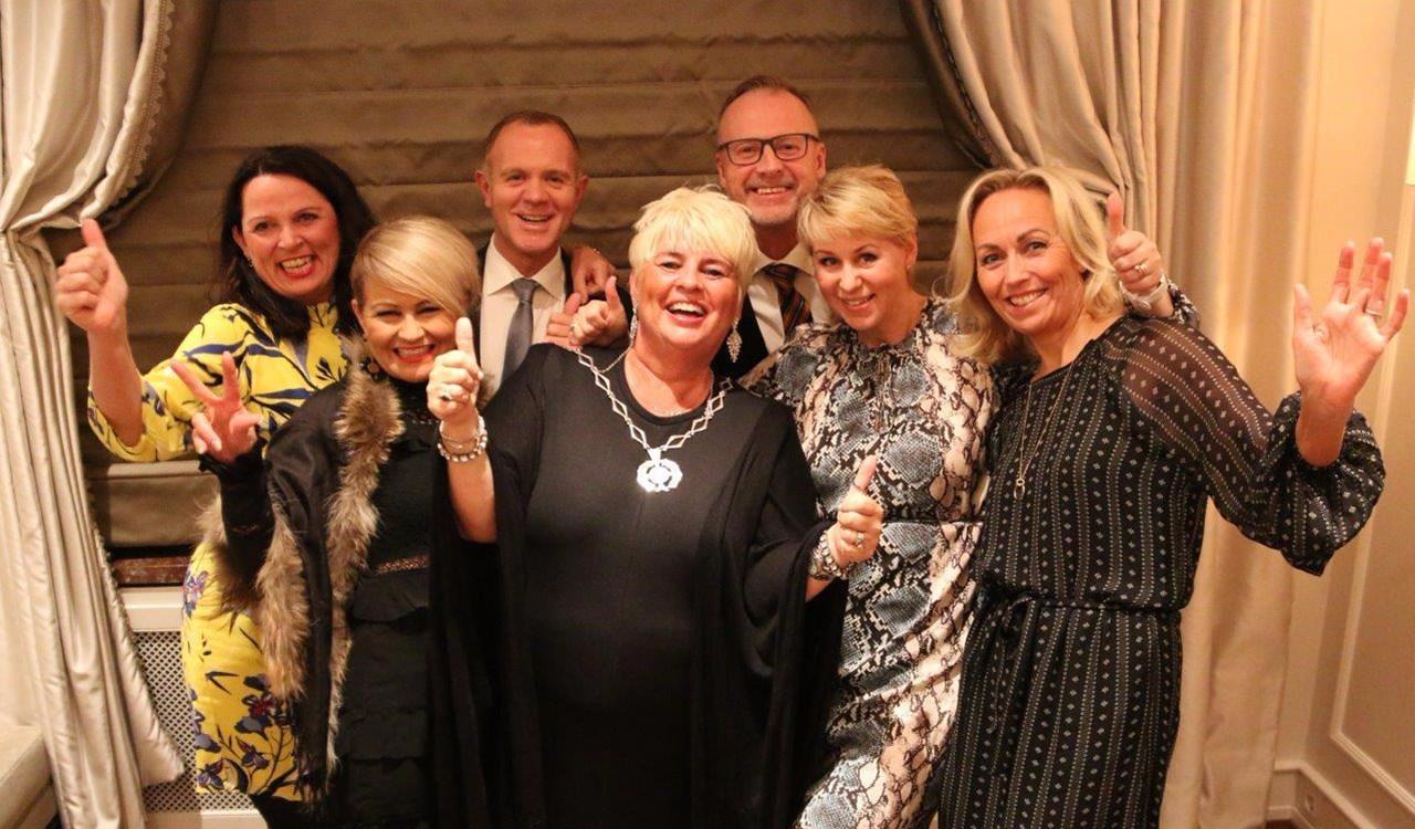 NFVB-styret ble enstemmig valgt og høstet stor applaus for en ny strategi som strekker seg frem mot 2025. En stolt president takket for tilliten, og ga samtidig ros for det engasjement og det bransjeansvar mange medlemmer utviser. Fra venstre: Merete Mikkelsen, Laila Høybakk, Espen Sævold, Edel Teige, Lars Terje Skjæveland, Linda Jørgensen og Maj Hovde Krogdahl.
