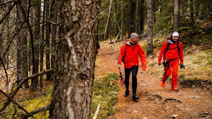 MEST POPULÆRT. Treningsaktiviteten som får flest nordmenn opp av godstolen er raske fotturer, viser nye tall fra SSB. Foto: Bruno Long.