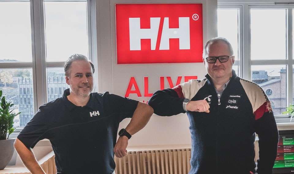 Helly Hansen blir alpinlandslagenes offisielle partner og leverandør av bekledning fra 2022. Fra venstre: Wilhelm Matheson, COO/CFO i Helly Hansen og sportssjef i alpint, Claus Johan Ryste. Foto: Pedro Lemos.