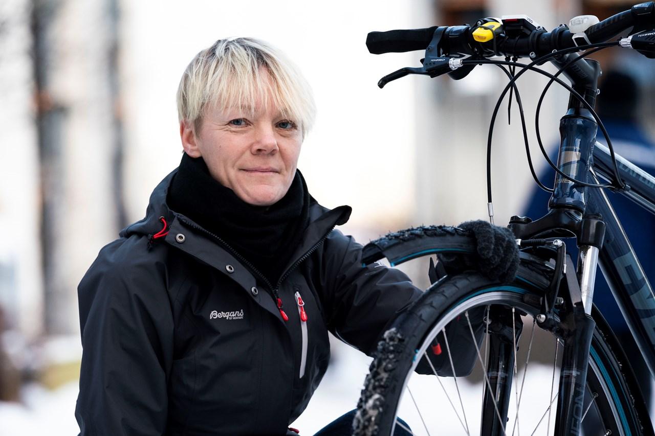 - Nå ble det plutselig veldig enkelt å skifte til vinterdekk på sykkelen, sier Ingvild Sletvold (44) fra Fjerdingby fornøyd.
