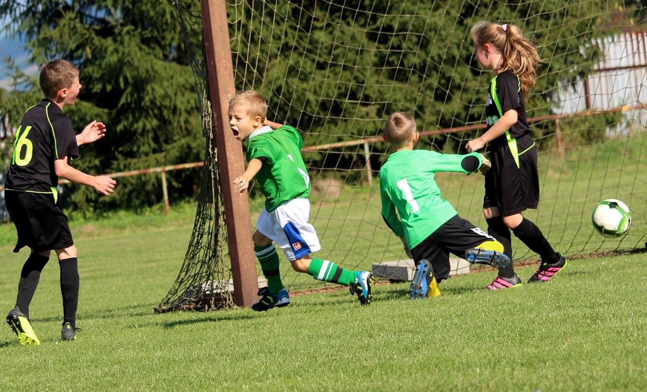 Gemengd voetbal zou leuker zijn voor het kind en beter voor de sport