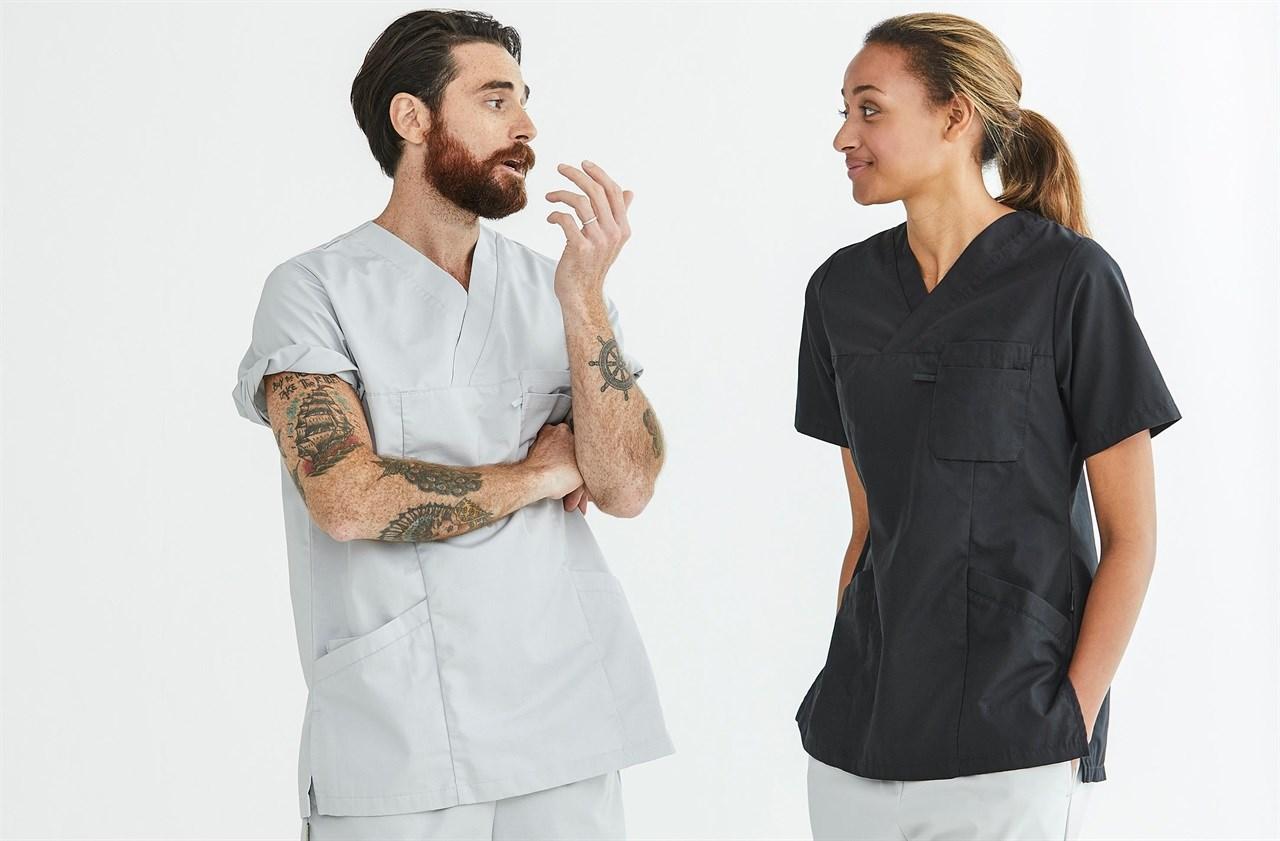 Segers lager uniformer til både kokk, servitør, resepsjonister og helsepersonell.
