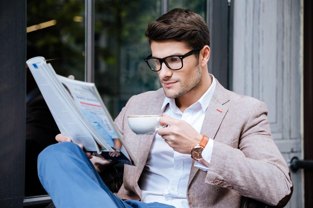 Salongkundene kan igjen nyte kaffe og magasiner som del av velværetjenestene. Foto: Colourbox