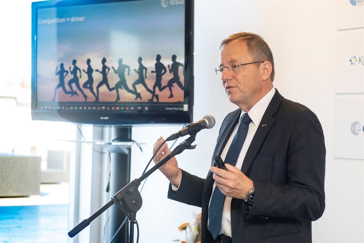 31. august ble det nye inkubasjonssenteret for bruk av romteknologi åpnet av generaldirektør Jan Wörner fra den europeiske romorganisasjonen ESA. <br/>Foto: Christian Tandberg, FFI .